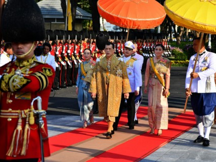 Ceremony Procession of the Thai King boat, ending the ritual to the Royal throne.